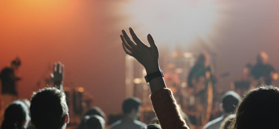 Misie skrze církev, nebo paracírkevní organizace